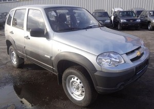 chevrolet-niva-liquid-silver-photo